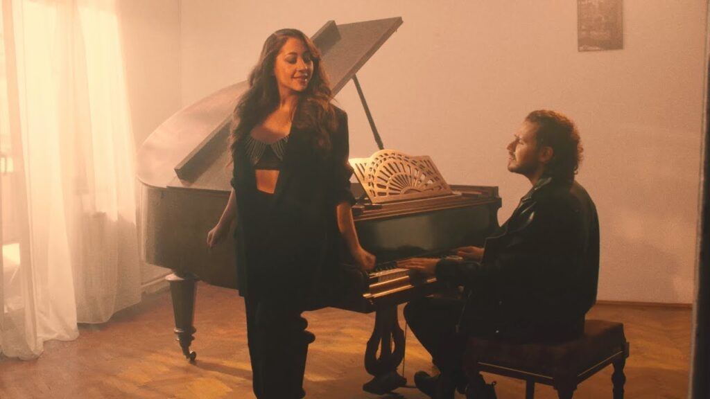 Bogdan Medvedi x Nicole Cherry – Atat de Aproape | Official Video